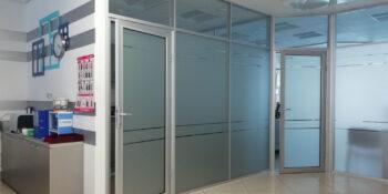 Пластикові двері для офісу